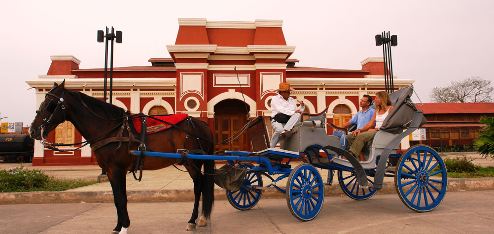 Discover Nicaragua with a guided tour of Granada in horse carraige.